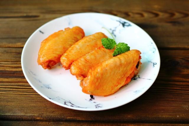「奥尔良烤翅」关键在腌制,烤翅做法窍门大公开,只需4步就搞定