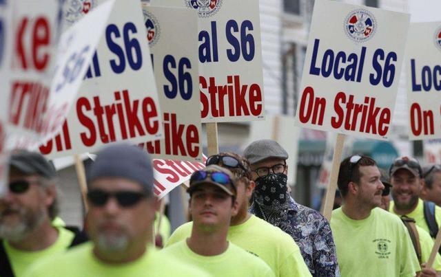 """削减失业补助金!特朗普将穷人逼上""""绝路"""":数万民众集体大罢工"""