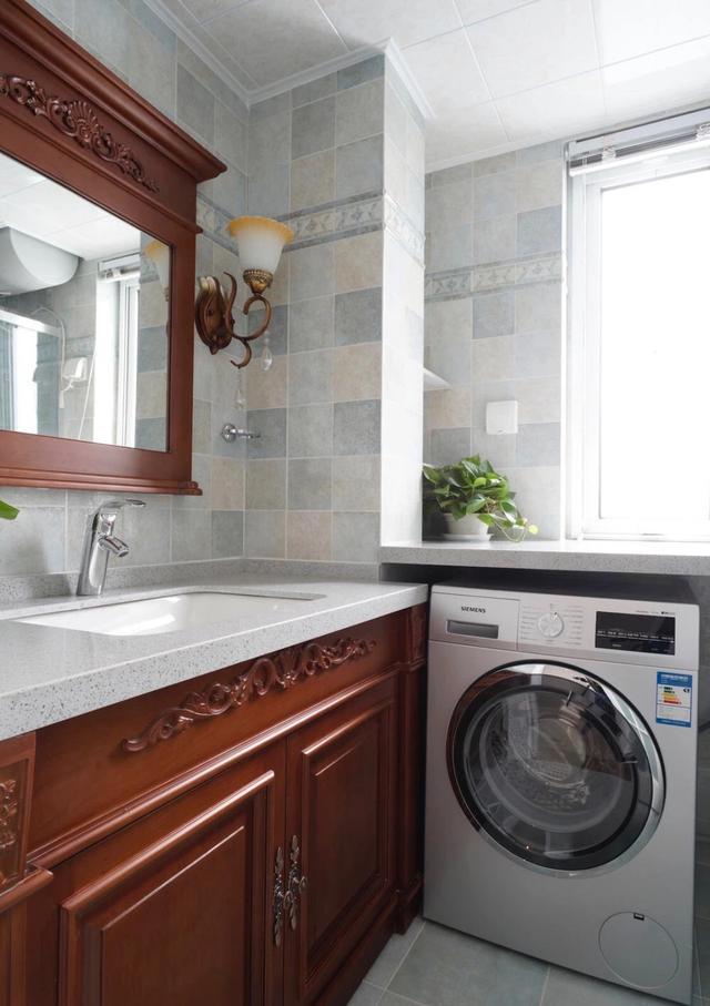 20张小户型卫生间装修效果图,洗衣机藏洗手盆下面,上方用来收纳