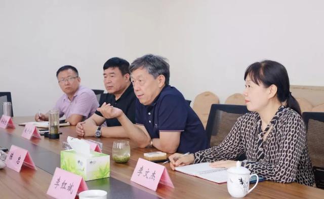 滑县县长到访省服装协会,就发展服装产业达成共识