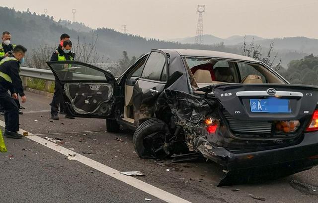护栏横穿车身!广西高速路上连发两起事故,一人不幸遇难