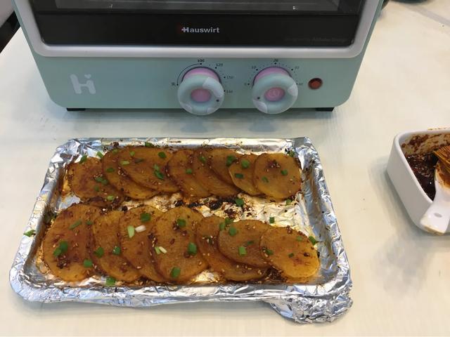 土豆这个做法,鲜辣软糯,空口能吃光一盘,尤其适合天热不爱下厨