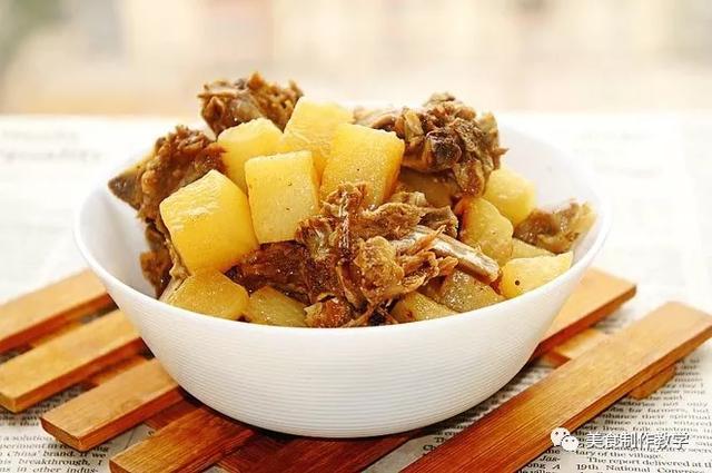 萝卜炖羊排家常做法,这样做乳白的汤汁,清淡鲜美没有一点羊骚味