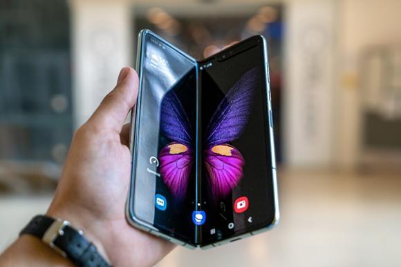 让三星和华为都犯难的折叠屏手机,需要什么样的柔性显示技术?