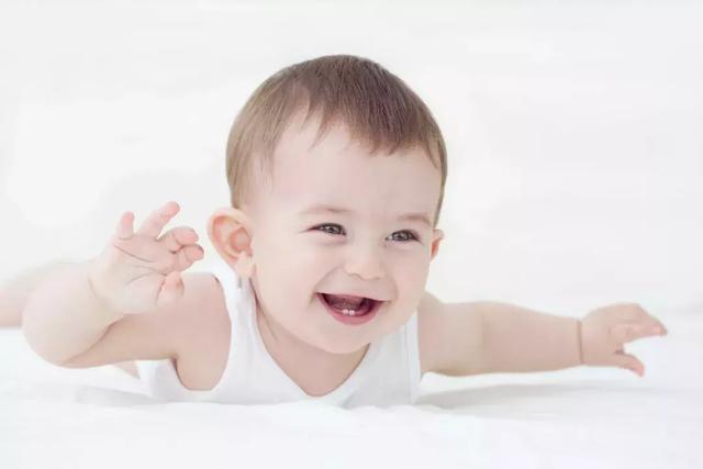 宝宝拉绿粑粑正常图片