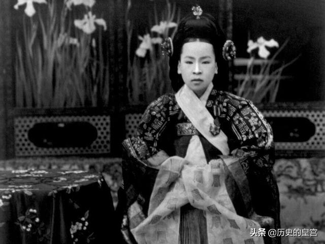 朝鲜数千年历史唯一一位皇后,年仅13岁戴上后冠,晚年沦为乞丐