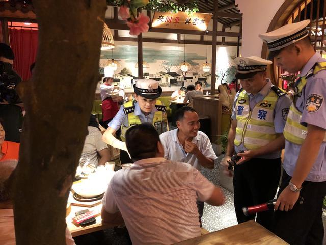 饭局遇上酒精测试仪,那是交警为喝酒的司机提个醒-第4张图片