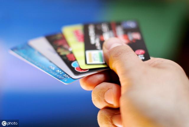 【荐新卡】中信新出的颜白金,目测也会成为卡圈新宠 - 用卡...