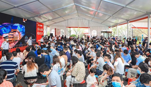 龙湖·水晶郦城 热销近500套,塑造板块现象级爆款IP