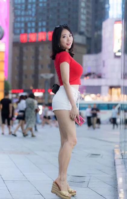 刘强东事件的假主角蒋聘婷,凭借身材火辣粉丝增到100万