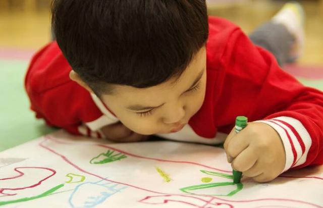 孩子画画卡通图片
