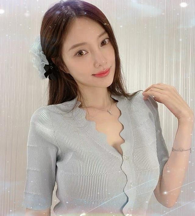 41岁李小璐的最新写真,每套都是休闲服,解锁中性女孩的春季穿搭