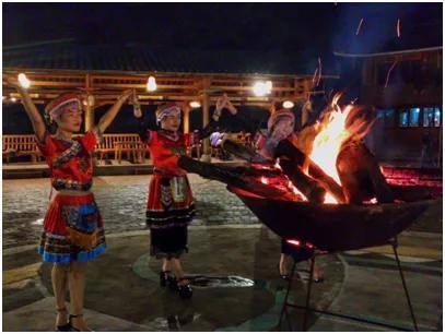 @所有人,千年瑶寨篝火晚会拍了拍你