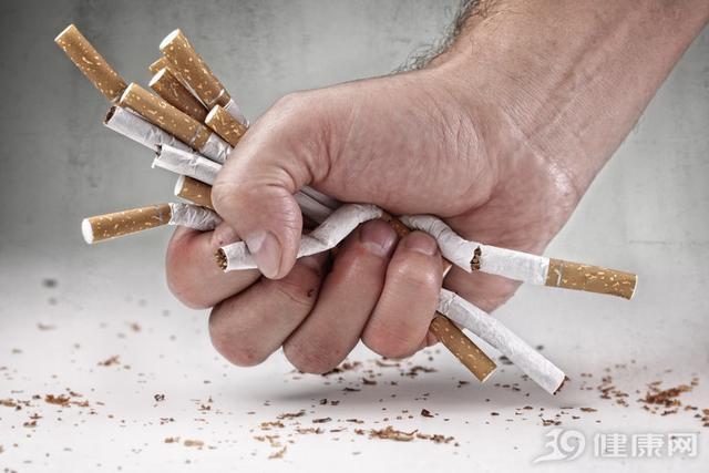 抽烟肺黑图片