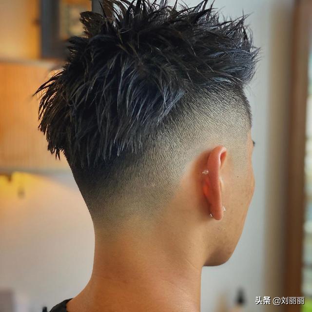 男发型短发铲两边图片