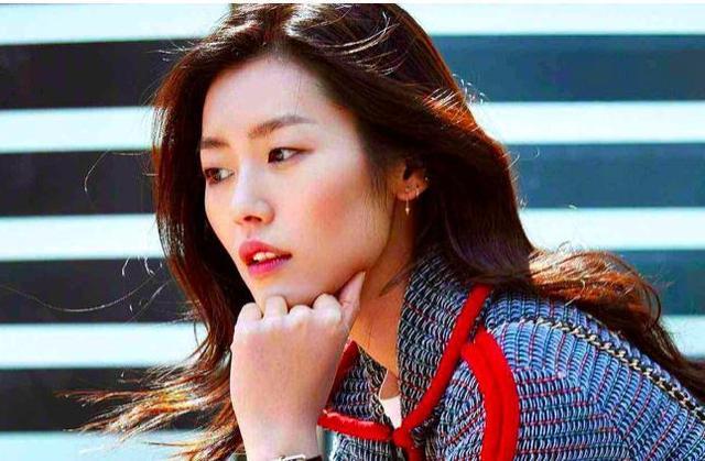 大表姐刘雯,温柔且清醒,她拒绝做石榴夫妇背后的原因尽然是这