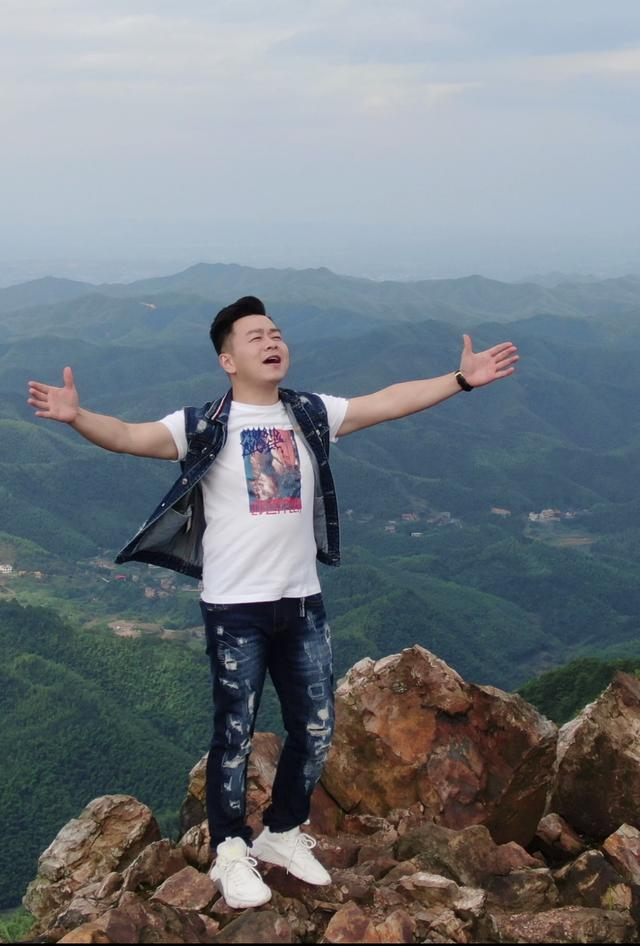 著名歌手唐杰原创新作《我们都是湖南人》全网发行