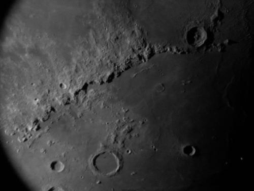 生物失重,为什么月球上的土什么的飘不起来?