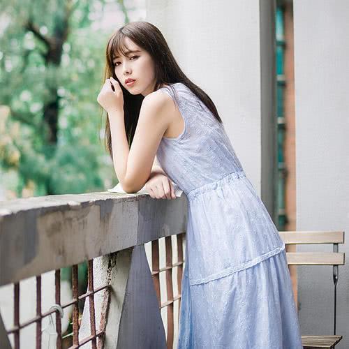 连衣裙怎样穿出女人味-第2张图片-IT新视野