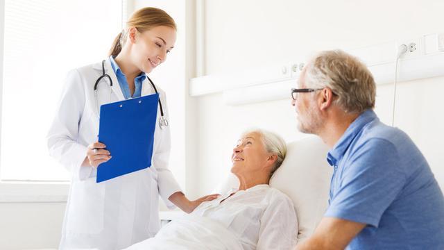 护理卧床病人翻身图片
