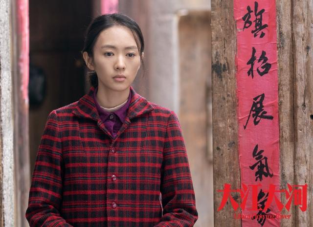 《三十而已》正式杀青,江疏影又美又飒,女配童谣颜值极高