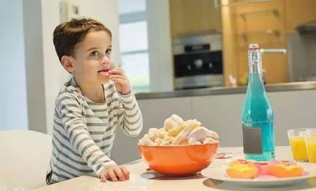黄瓜这样做,哪个宝宝还吃饼干?补水补钙,做多少都不够孩子吃