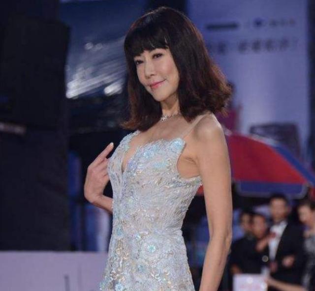 突发!59岁台湾女星罗霈颖惊传猝死家中,曾一生潇洒自由身家过亿