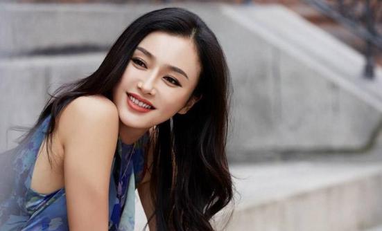 41岁秦岚,女人没有该结婚的年龄,只有该结婚的感情