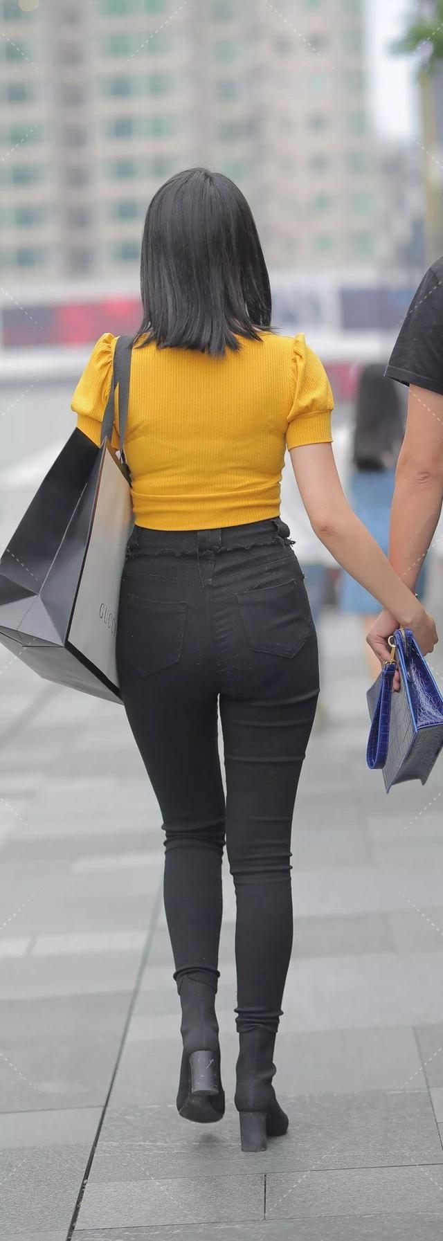 [紧身裤]成熟女人穿出了丰韵,用身材诠释紧身裤的优点