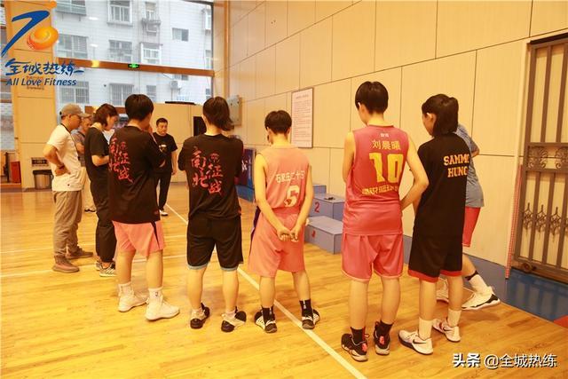 为科学训练保驾护航 少体校女篮队员进行体能测试