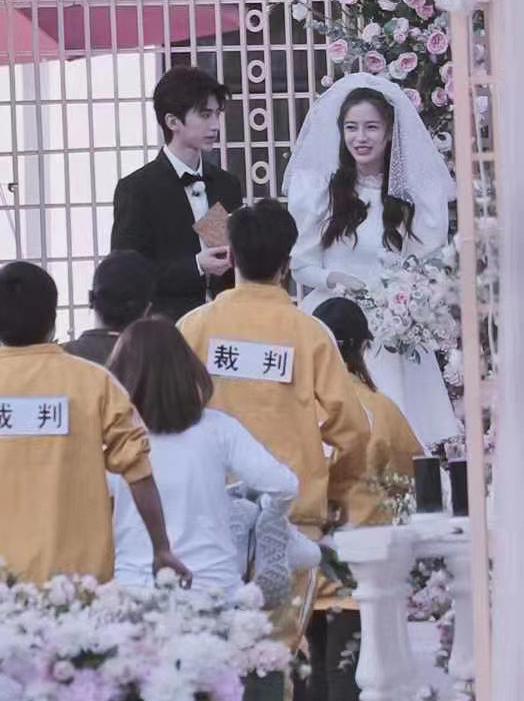 杨颖穿婚纱的图片