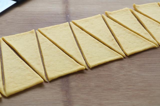 普通面粉加2個雞蛋做的小面包,松松軟軟,比包子饅頭好看更好吃