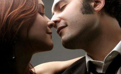 接吻时,男人吻了女人这3个地方,会让女人瞬间动情