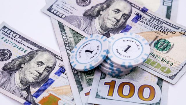 """美元贬值10%,却成美国经济""""护身符""""!全球或将迎来3大挑战"""