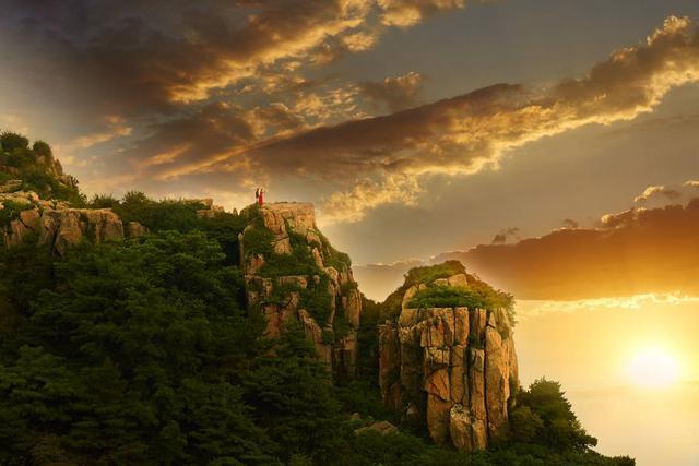 杜甫诗三首 望岳的意思是什么