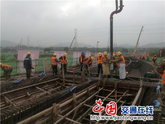苏州天池山互通工程首联现浇箱梁成功浇筑