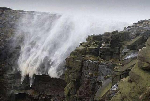 """世界上最""""诡异""""的悬崖,上千人无故在此跳崖,原因只是一棵草?"""