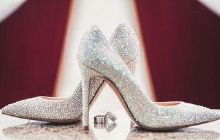高跟鞋带给女人是物理方式的增高,却有化学反应一样的影响