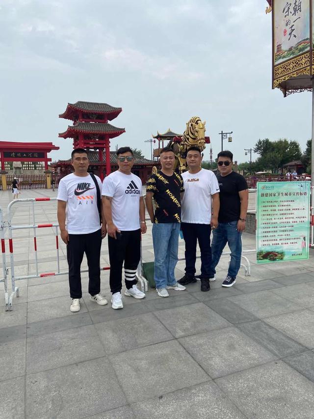 青年著名书法家陈述国赴河南开封同战友共庆建军节