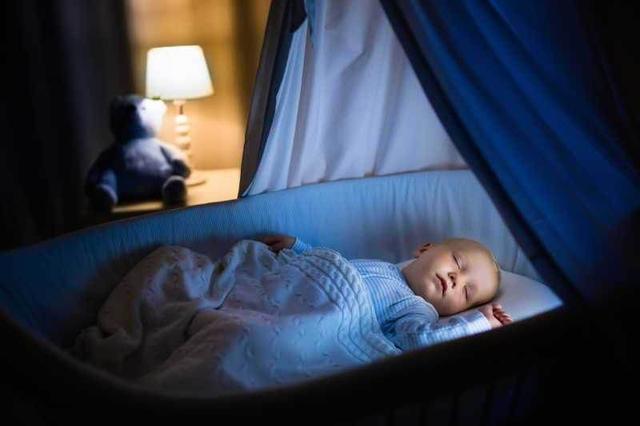 脑瘫婴儿睡姿图片