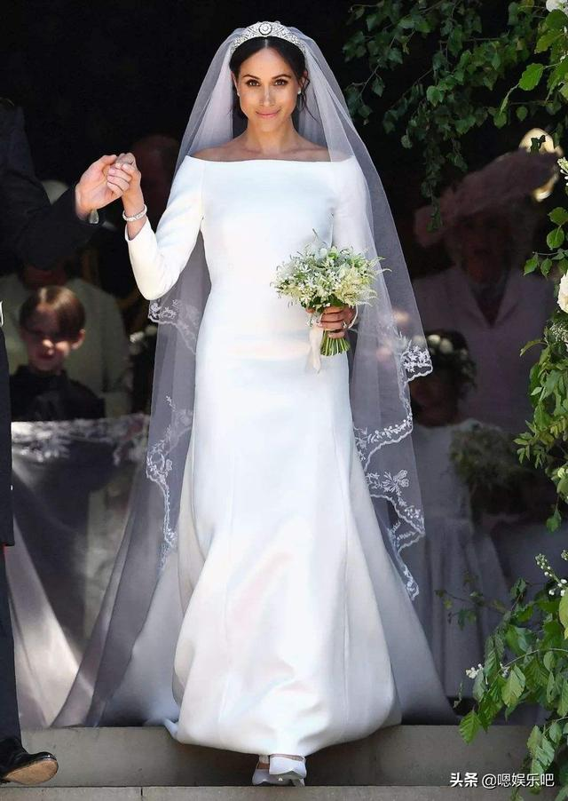 戴安娜王妃与两儿媳的婚礼婚鞋,梅根的白色缎面简约高级