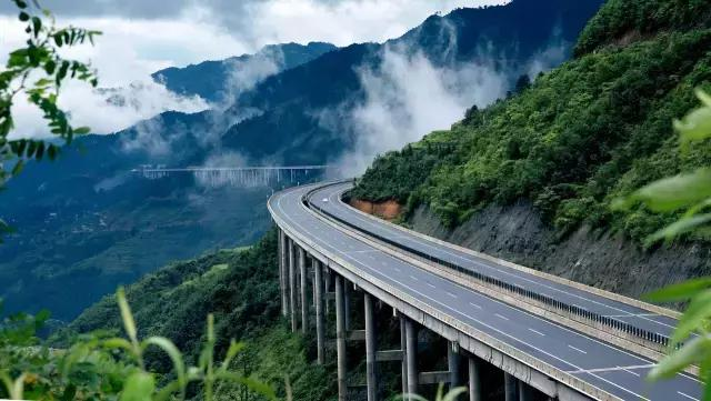 中国高速仙境第一路,被外媒评为世界最美公路,到... _新浪看点