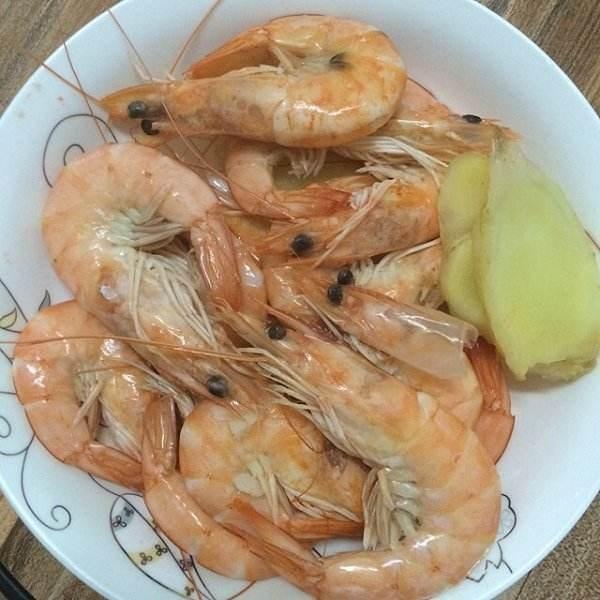 清水煮虾的一些小技巧,把握住水温和时间,煮出滑嫩爽口的鲜虾!