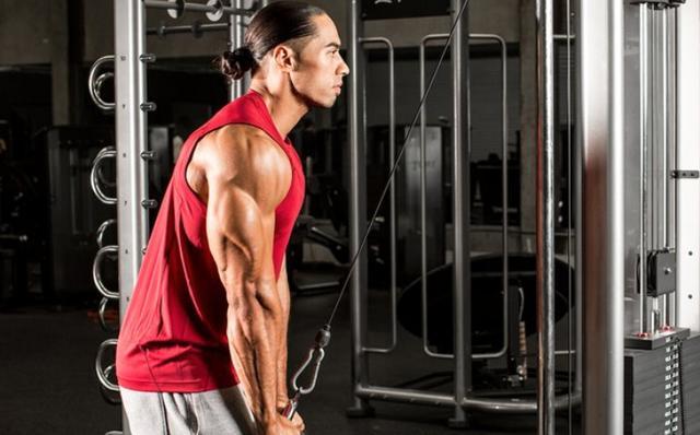 8个自重练肱三头肌的健身动作让你的手臂肌肉更发达有力量