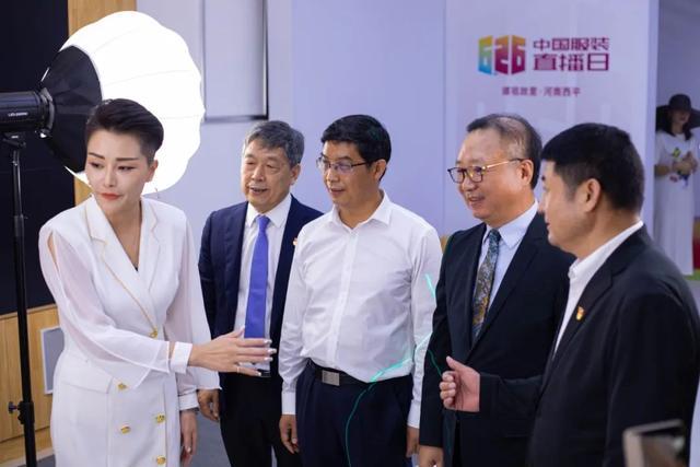 """百企千店万货齐上阵,河南西平上演2020服装直播界""""奥斯卡"""""""