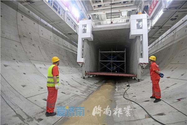 """进入""""穿河""""模式,济南黄河隧道盾构机穿越黄河北岸大堤"""