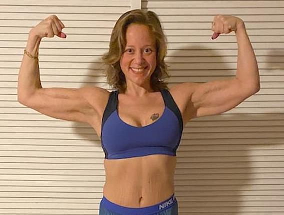 瘦身奇迹!美国女子胖到292斤被人叫鲸鱼,仅花5年逆袭成教练