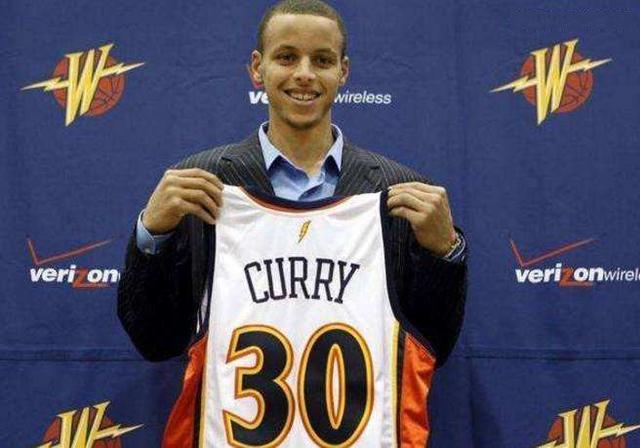 勇士隊史最偉大的兩個決定!都和柯瑞有關,可以說直接改變了NBA的格局!