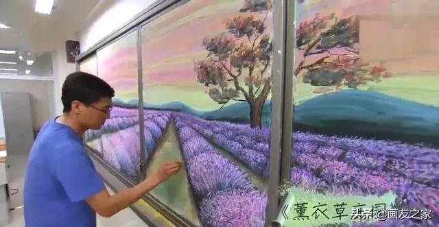 抖音获赞1000万的美术老师,用粉笔将黑板报画出油画质感