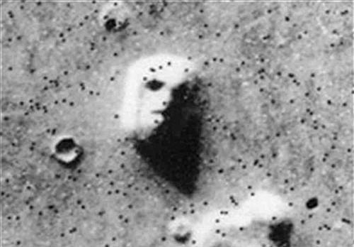 """这张""""火星之脸""""的太空照片,有科学家猜测可能是火星生命的杰作"""